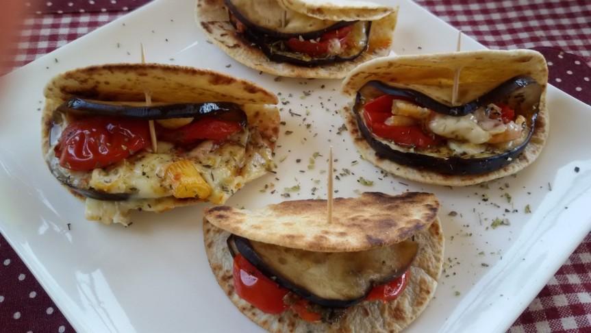 Mini piadine di kamut con melanzane alla mediterranea