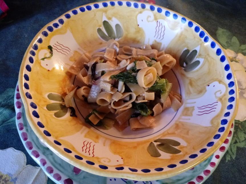 Pasta di legumi con scarola e radicchio