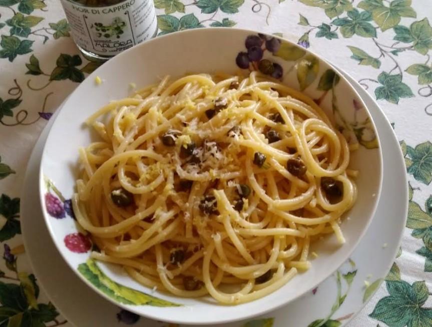 Spaghettini al limone con capperi e pecorino